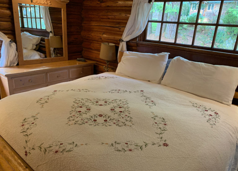 Copper Creek Lodge King bedroom